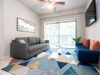 P204 · ★ WOW Party Condo Downtown