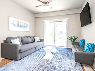 P205 · ★ WOW Party Condo Downtown