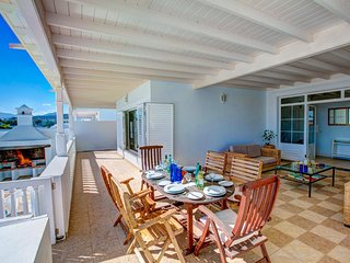 Puerto Calero Villa Sleeps 6 with Pool and WiFi - 5604892