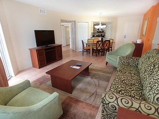 Luxury 2BR Suite near Beaches and Attractions