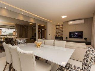 Condominio de Luxo com Piscina e Lazer - Apto Alto Padrao 4 dorms 10 pessoas - P