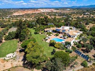 Quinta da Brisa, luxury villa with pool, tennis court, putting green