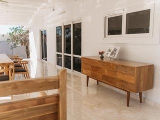 Villa Googy 3A THREE BEDROOM PRIVATE LUXURY VILLA & PRIVATE POOL W/JACUZZI