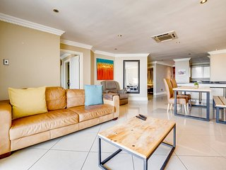 Point Holiday Home Sleeps 4 with Pool Air Con and WiFi - 5818984