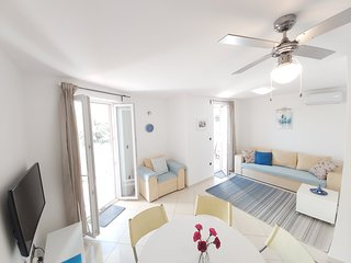 Apartment Nika, 4*, 2-bedroom, barbeque, air conditionition, parking, Wi-Fi