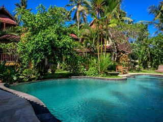 4BR Luxury Villa with Garden view+Pool and breakfast