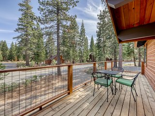 Roomy, family-friendly home w/ hot tub & shared pool - near golf & slopes!