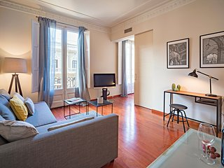 one bedroom apartment next to Paseo de Gracia
