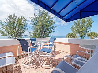 Unit #304 Sand Cay Beach Resort Gulf Front 5 night minimum