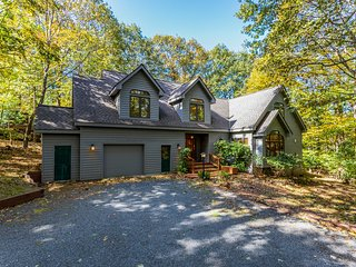 Luxury Custom Home in Wintergreen Resort Area!