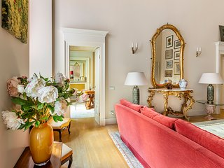 MILANO ANTICA APARTMENT, ELEGANT HOUSE IN THE MAIN CITY CENTER, 4 BDR, COURTYARD