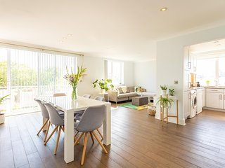 NEW Modern 2 Bedroom Family Flat by Regent's Park