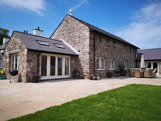 PENRHYN BARN, 3 Bedroom(s), Pet Friendly, Dulas