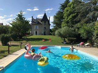Charme et détente, beaux volumes, confort, au calme, piscine chauffée
