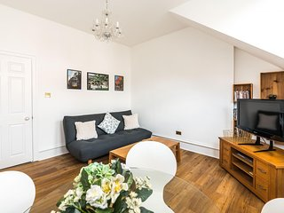 Modern 1 bed flat in centre Earls Court, Zone 1!