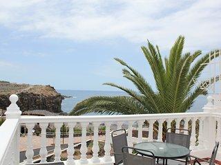 Playa, terraza y vistas al mar