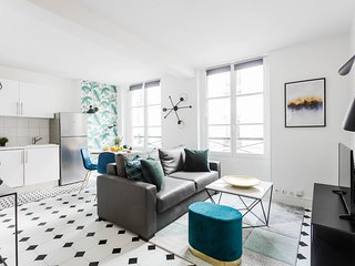 1033. EXQUISITE 1BR APARTMENT IN THE PARIS MARAIS DISTRICT