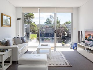 Spacious Cammeray Apartment with Parking and Patio Gardens