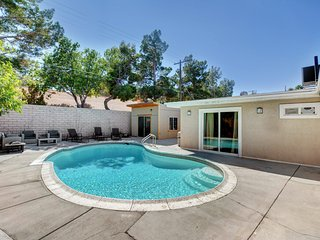 Vibrant in Vegas - 4 Bd with Shimmering Pool!