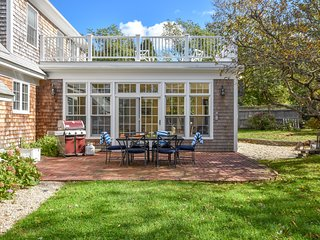 #618: Recently Remodeled, Gorgeous Sunroom, Rooftop Deck, Dog Friendly!