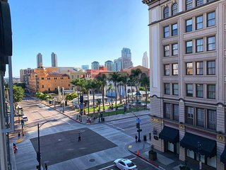 Luxury Artistic Loft in Downtown Gaslamp District - Prime Location