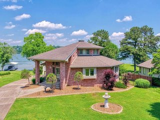 Octagon Paradise on Lake near Nashville