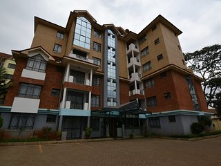 Elegant 2 bedroom apartment with master en suit.Serviced and furnished
