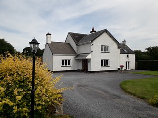 Wellfield Farmhouse, Charming and cosy in Tipperary's Golden Vale, Sleeps 6