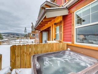 Modern & beautiful updated home w/semi-private porch, grill, hot tub, & firepit