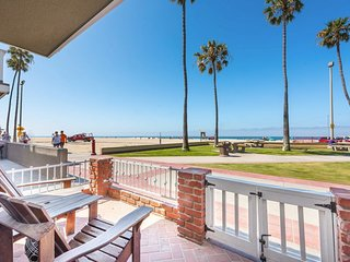 Cozy oceanfront home w/ views, free WiFi, & beach access!