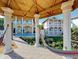 Quiet, romantic apartment w/ sea view & shared pool/gazebo/hammocks!