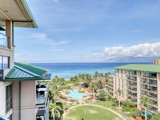 Updated, ocean view studio w/lanai & shared pool/hot tub - steps to ocean!