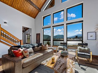 Lake Ridge Escape - Surrounded by the Lake and Mountains! Indoor/Outdoor Firepla