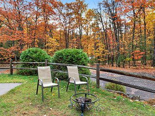 Charming lakefront condo w/ gas fireplace, private deck close on chain of lakes!