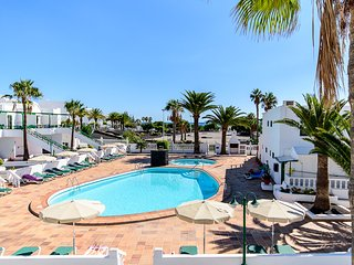 Playa Park, top floor apartment with sea views, 2 mins from the beach, free WiFi