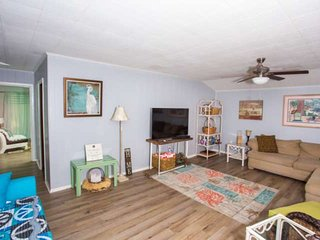 NEW! Walk to Garnier's Beach Park--Launch your Boat!  Close to everything FWB an