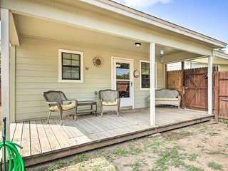 Canyon Lake Cottage w/BBQ 1 Mi to Guadalupe River!