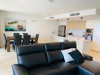 Cosmopolitan on Cotton Tree Luxury Waterfront Apartment 10707