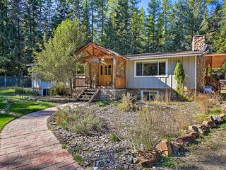 Quaint Priest Lake Cabin w/Patio <1Mi to Lake