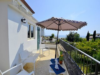 San Nicola A Mare Villa Sleeps 4 with Air Con - 5817022