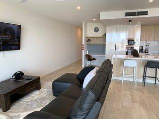 Cosmopolitan on Cotton Tree Luxury Waterfront Apartment 10708