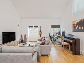 Stunning 2 Bed Apt W/Spacious int nr Clapham