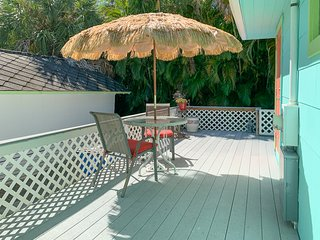 Turtle Shell, Beautiful Efficiency sleeps 2A, 1C, w/kitchenette, BBQ large deck