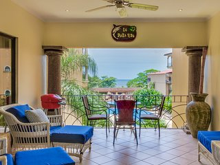 Conveniently located condo w/ shared pool & easy beach access - ocean views!