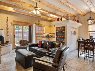Kiva - Stunning & Lovely with Kiva Fireplace, Walk to the Plaza and the Railyard