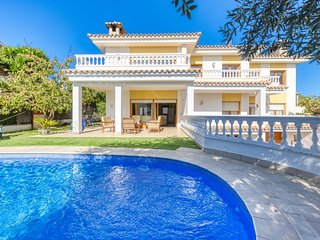 Lloret de Mar Villa Sleeps 10 with Pool and WiFi - 5245416