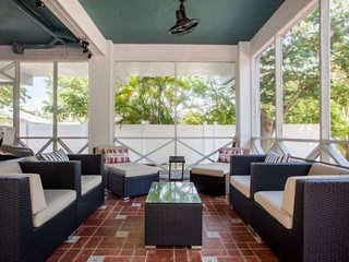 New! Beautifully renovated Key Largo retreat! Dockage, Pool, pet friendly, plent