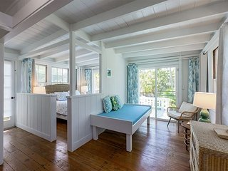 All-Suite Oceanside Retreat w/ Private Deck, 5-Minute Walk to Kailua Beach!