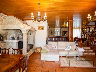 Souto de Torres Villa Sleeps 13 with Pool - 5816899