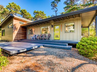 Stunning new home w/ a furnished deck & easy beach access!